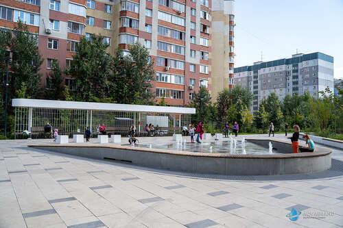 Пешеходный фонтан Белые Цветы