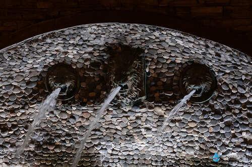 Стеновой фонтан со львами в Казани