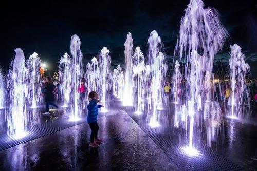 Световой пешеходный фонтан в парке Фардиева