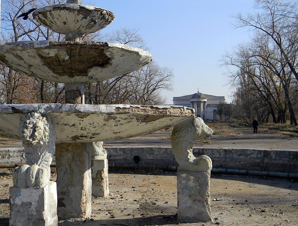 Старый скульптурный фонтан