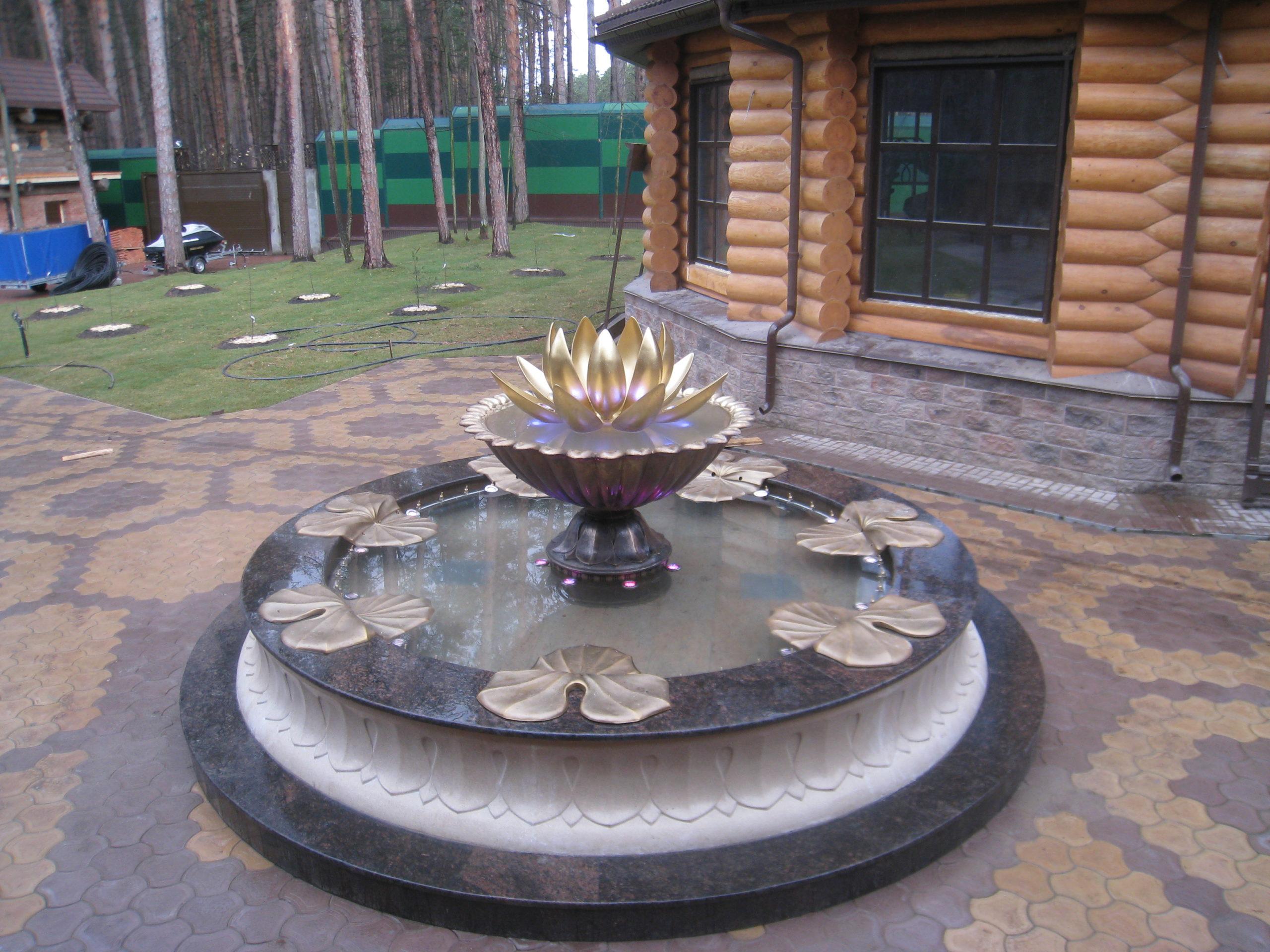 Скульптурный фонтан Лотос