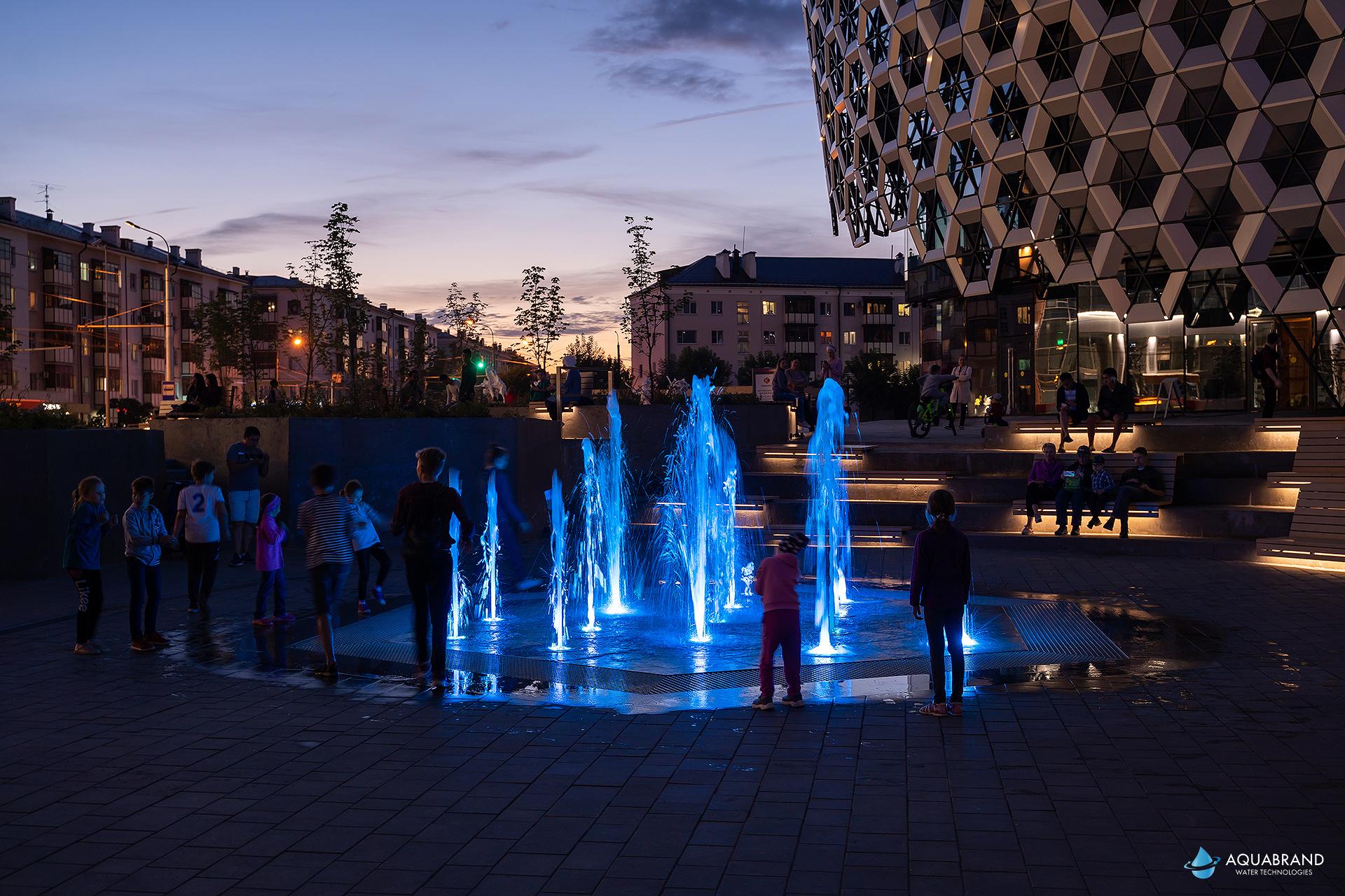 Пешеходный фонтан возле ТРК KazanMall