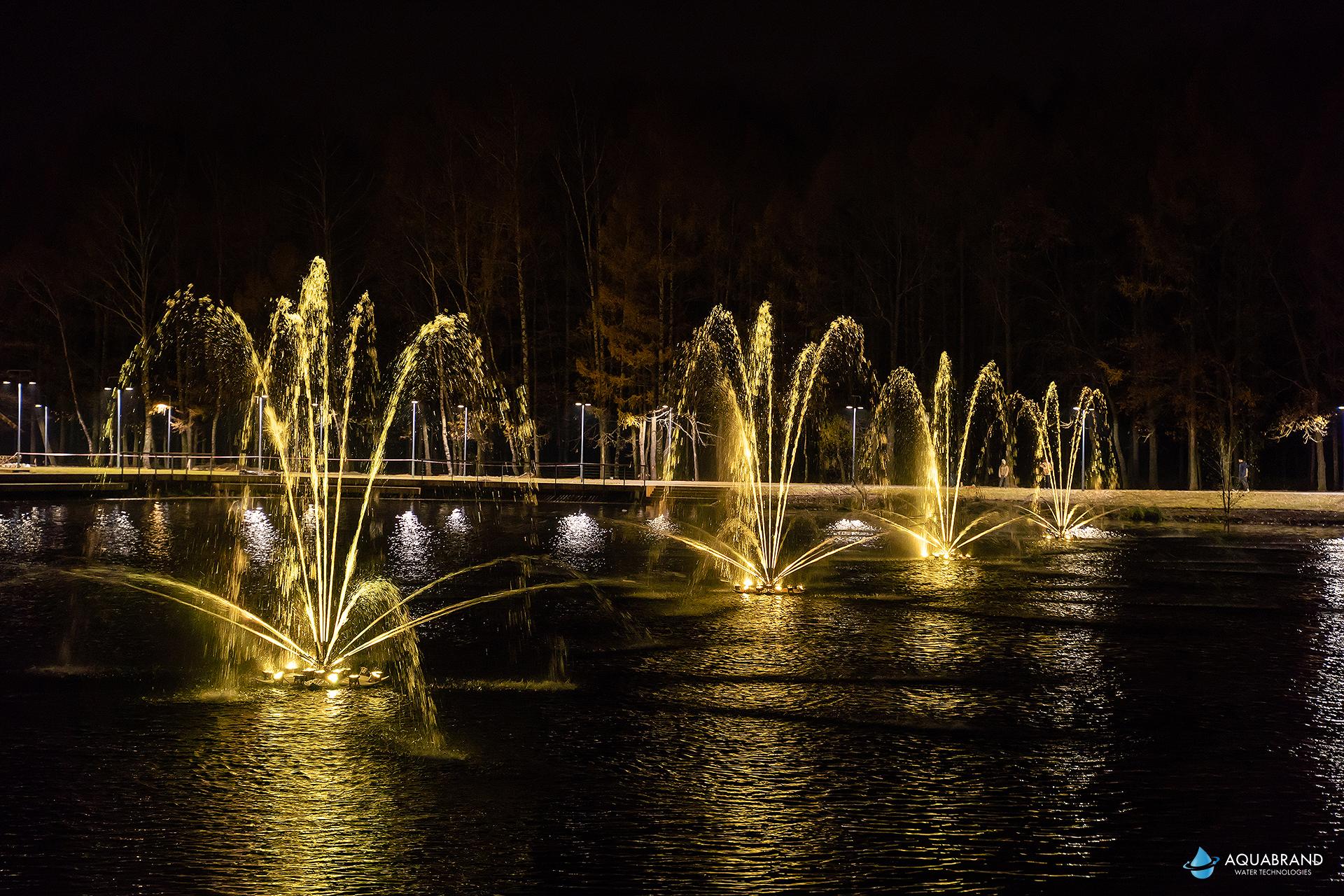Плавающие музыкальные фонтаны